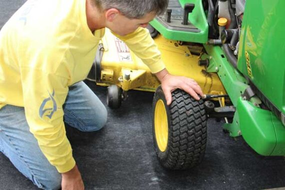 Maintenance mat with tractor